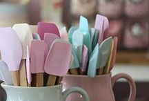 Colourful kitchen utensils / Liven up your kitchen with some colourful utensils!