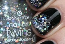 Nails Nails Nails <3 / by Carlye Godfrey