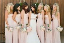 Posing Ideas for Bridal Party / Posing ideas and tips for bridal party photography at weddings. Best poses for both girls and boys.