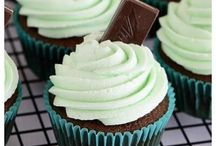 Cupcakes / It's a tiny cake, just for you!