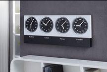 Uhren & Zeitmesser / Ihre Zeit ist zu kostbar um sie zu verpassen! Unsere hochwertigen Wanduhren präsentieren ihre Zeit immer zuverlässig und eindrucksvoll, ob im Antiken Stil oder Retro Look liegt ganz in Ihrer Hand. Die Uhren von Riess Ambiente im außergewöhnlichen Design werden Ihre Blicke anziehen, Sie verpassen garantiert keine wichtigen Verabredungen mehr.