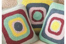 Crochê - almofadas, tapetes e pufs / by Agulhas Pincéis Artesanato