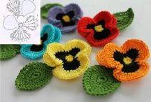 Crochet Flower - Flores / by Agulhas Pincéis Artesanato