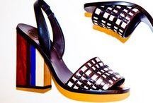 Sapatos e Bolsas / by Agulhas Pincéis Artesanato