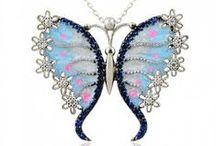 gumus-kolyeler / Tarzını yaratmayı bilen kadınlar için bu yazın modası rengarenk Gümüş Kolyeler www.gumuslimani.com da. Ayrıca Burcunuzun genel özellikleri ve Taşları hakkında da bilgi sahibi olacaksınız.