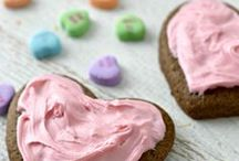 Valentine's Day Recipes / Delightful Valentine's Day recipes that are sure to please both the kids and adults! From desserts to cookies to cakes and more, you'll find lots to choose from here! Best Valentine's Day Recipes, Valentine's Day Cake Recipes, Red Recipes, Red Cookie Recipes, Red Cake Recipes