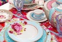 Colorful place settings / My love of collectable pottery and vintage dinnerware in the yummiest colors...