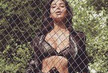 Kim Kardashian Selfie / Kim Kardashian Selfie Kim Kardashian news end video Kim Kardashian GIFs animation