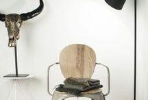 Wild wonen / Ga los in je eigen interieur. Geef het een wild karakter met natuurlijke materialen als hout, steen, wol en leer.  Mix je inrichting met dierenprints dessins. Denk in 'aaibaarheid' en decoreer je meubels met bontachtige stoffen,  zachte kleden en harige sierkussens.