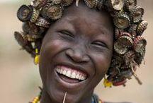 Lach! / Er zijn veel redenen om te lachen, of het nu om grappige beelden gaat, verrassende situaties, of momenten waarbij je even stilstaat bij de goede dingen in het leven. Lach mee met ons en geniet van de wereld en de mensen om ons heen!