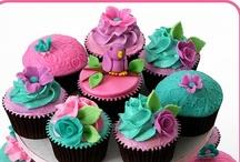 Cupcakes / by Mia Doland