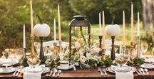 Thanksgiving Table Setting Ideas / Thanksgiving table setting ideas and decorations with pumpkins, fall table decor, caramel apples, and metallic tablescape accents.