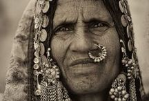 Ethnic jewelry / Antique and ethnic jewelry and artefacts