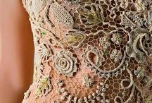 Magia con hilos y lanas.... / Uniendo...tejiendo...armonizando  colores...trasladando las imágenes a la obra...así es como se concretan los proyectos en las manos maravillosas de un artista....