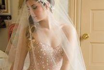 Wedding dresses / Dresses, or elements of dresses I like.