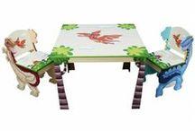 Tafeltjes & stoelen / Lekker spelen met je vriendjes en vriendinnetjes. Doe samen een spelletje of werk hier aan een puzzel. Met de tafels en stoelen voor kinderen geef je kinderen een eigen plek. Iets dat van hen is en waar ze graag tijd door brengen.