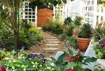 Outdoor gardens & landscaping ideas / by Jan Brobbel