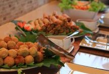 Food, Glorious Food at Samahita / Delicious buffet brunch and dinner dishes, treats from our juice bar and detox food.
