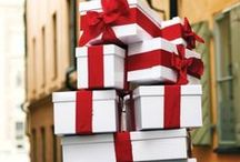 Holiday Gifts 2017 / Christmas and Holiday Gift Ideas 2017: lots of plaid, tartan, velvet, and Holiday-scented everything.  Christmas gift wrapping inspiration, too.