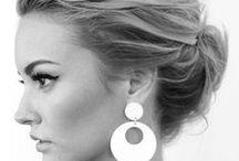 Hiukset / Hiustyylejä, jotka antavat korvakorujen loistaa :)