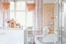 White Kitchens / Inspiring white kitchen decorating ideas.