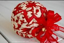 Fabric Ornaments / Check this out! I LOVE this technique for making amazing looking ornaments EASILY! And use up your fabric scraps too!