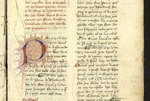 APADRINAT! De consolació  / Un dels 11 manuscrits conservats en català de l'obra de Boeci, De consolatione. Dedicat a Jaume IV, fou copiat i revisat a meitats del segle XV pel seu confessor dominicà Antoni  Ginebreda. Escrit sobre paper, presenta epígrafs en vermell, inicials i calderons alternats en vermell i blau, lletres realçades en groc i caplletres afiligranades. Al manuscrit 1947 corresponent al catàleg de llibres de la biblioteca del convent de Santa Caterina apareix el manuscrit de Boeci.