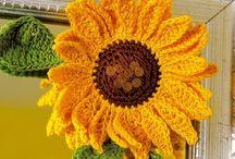 Crochet Flowers / by Mara Sindermann