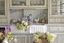 Kitchens / by Kathy Weisner