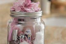 Gift Ideas / by Stephanie Williams