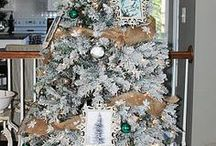 Burlap Christmas / For all of us who love Burlap, Christmas is yet another season in which to indulge our passion. Here are a bunch of burlap ideas for Christmas