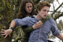 Twilight.. / Jeg er ikke bange for at sige, at jeg stadig synes, det er nogle gode bøger og nogle helt okay film ((:  Once a fan, always a fan, eller noget..