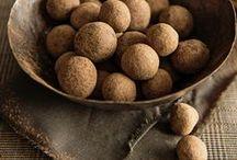 Csokivigasz / The Comfort of Chocolate / Csokoládés desszertreceptek. Ha már édességet eszünk, adjuk meg a módját! // Chocolate dessert recipes. Have something sweet – make it a treat!