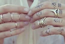 Gold, silver and jewels / Jewelry with a twist