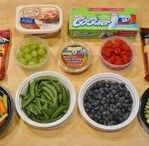 Kids Food While Traveling / What food to take when traveling with kids? Here we give you some tips and hacks on how to prepare your snacks and meals while traveling with your children.