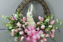 Wreaths & Other Decorations / by Mary Ricciuto
