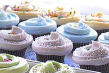Frosting Recipes / Easy buttercream and whipped frosting recipes made from scratch! For cakes, cupcakes, cookies, you name it! Tons of flavors like cookies and cream, chocolate, vanilla, etc.