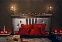 """Номер полу-люкс """"11"""" свадебного отеля """"Питер Hotels"""" / Номер полу-люкс """"11"""" отеля """"Питер Hotels"""" - это просторная комната, оформленная в историческом стиле. В центре номера расположена роскошная двухместная кровать, обитая сатином цвета """"сангрия"""".  Бронирование производится по телефону +7 (812) 232-87-22. http://piterhotels.com/"""