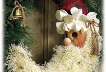 Christmas Wreaths and Garlands / by Edwina Dickert
