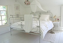 House - Bedroom Inspiration / by Tamara Ryder
