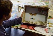 """Ateliers enfants """"Histoire de boites"""" exposition Joseph Cornell Musée des Beaux-Arts de Lyon / """"Histoire de boîtes"""", c'est le titre des ateliers enfats 7/9 ans, proposés pendant les vacances de la Toussaint 2013 au musée. Les enfants visitent l'exposition, observent les œuvres de Joseph Cornell, et réalisent en atelier leur « boîte d'ombre ». À partir du collage et de l'assemblage d'images et d'objets, ils composent un univers insolite. L'ambiance était créative et joyeuse ! Les 4 ateliers sont complets. Ateliers de rattrapage lundi 23 déc à 10h30 et 14h30."""