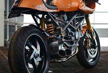 Motorcycles / by Carlos N. Suñer