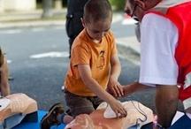 Urgence et secourisme / Présente sur tout le territoire national et auxiliaire des pouvoirs publics, la Croix-Rouge française dispose de moyens humains et matériels importants qui lui permettent d'être un acteur de premier plan dans le domaine de l'urgence et du secourisme en France.