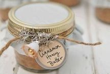 Handmade Gift Ideas / Handmade gift ideas for everyone. #holiday #diy #tutorial #craft #handmade #homemade #recipe #gift