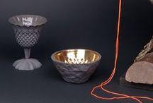 101 likes Lenneke Wispelwey  / In het editie 8-2011 van 101 Woonideeën staat een interview met Lenneke Wispelwey. Lenneke is een ontwerpster die inspiratie voor haar porselein vaak uit het verleden haalt. Het idee voor haar afstudeercollectie ontstond bij haar oma in de huiskamer, een oud doosje vol losse knopen inspireerde haar tot het maken van porseleinen knopen. Tegenwoordig heeft Lenneke in haar eigen studio een prachtige collectie staan. Benieuwd naar de favoriete adressen van Lenneke Wispelwey? Lees dan ons 101 blog  http://tinyurl.com/44fejej  / by 101woonideeën D.I.Y. magazine