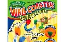 Wall Coaster knikkerbaan / Met Wall Coaster maak je een spectaculaire knikkerbaan op elke muur, deur of ruit. Je bevestigt de onderdelen met bolletjes kneedgum dat ook weer te verwijderen en daarna opnieuw te gebruiken is. Zo kun je er voor kiezen de Wall Coaster knikkerbaan een tijdje te laten hangen, na een poosje wat aan te passen of na het bouwen gewoon weer op te ruimen.