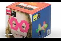 Plus-Plus / Plus-Plus is het fantastische nieuwe bouw-speelgoed uit Denemarken. Geschikt voor jongens en meiden van 3 tot 12 jaar. Maak een eenvoudig plat ontwerp of een 3D-creatie met de bouwstenen in de vorm van 2 plusjes. Gegarandeerd urenlang speelplezier. Plus-Plus is verkrijgbaar in 2 formaten; Plus-Plus Mini met bouwstenen van 2 cm en Plus-Plus Midi met bouwstenen van 5 cm. De bouwstenen van Plus-Plus Midi hebben diverse basis-kleuren. Plus-Plus Mini is verkrijgbaar in basis-, neon- en pastelkleuren.