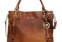 BOLSAS / Pequeno saco, de couro, plástico, pano, habitualmente usado pelas mulheres para carregar dinheiro e miudezas.