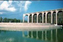 ARQUITETURA - Oscar Niemeyer / Oscar Niemeyer morreu na quarta-feira (4/12/2012) à noite aos 104 anos, no Rio de Janeiro. Imediatamente, a morte do importante arquiteto brasileiro ganhou destaque na mídia internacional, recebendo homenagens e sendo lembrado pelos traços modernos e a construção da capital nacional, Brasília.