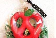 Apples / Apple crafts, activities, books, and teaching ideas for your preschool, kindergarten or primary classroom.